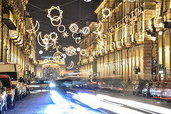 Viavai - Comings and goings. (sinetempore) Tags: torino turin viapo street luci lights lungaesposizione longexposition lucidellemacchine caos traffico traffic lightsofcars lucidartista notte night sera evening viavai comingsandgoings macchine cars