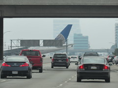 Los Angeles California 085 (Dan_DC) Tags: losangelescalifornia lax unitedairlines boeing777 airplane aircraft crossingoversepulvedaboulevardatlax airport juxtaposition notoriety