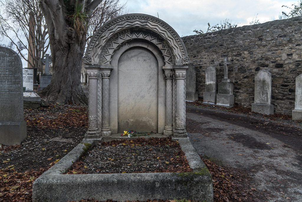 MOUNT JEROME CEMETERY IS AN INTERESTING PLACE TO VISIT [IT CLOSES AT 4PM]-134330