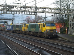 Freightliner Class 90s 90049 and 90046 cruise through Rugeley Trent Valley (Oz_97) Tags: rugeleytrentvalley freightliner 90049 90046