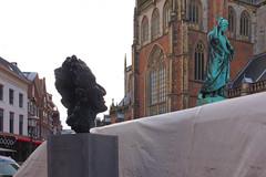 Statues (chipje) Tags: street haarlem netherlands grotemarkt statues author harrymulisch verger laurensjanszooncoster groteofsintbavokerk church