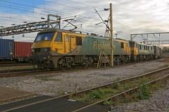 90045 + 90046 (40011 MAURETANIA) Tags: crewe canon70d basfordhall freightliner class90 freight cheshire railway tmd depot westcoastmainline electric skoda