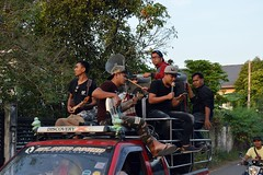 7 am - music from the top of the pickup (the foreign photographer - ฝรั่งถ่) Tags: band pickup truck instruments microphone 7 am our street bangkhen bangkok thailand nikon d3200