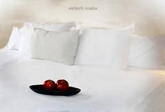 Let it be - Amparo García Iglesias (Amparo Garcia Iglesias) Tags: let it be red white apple mazana noche fotos amparo garcia iglesias photos night