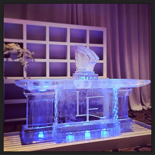 This #icebar is all set for a beautiful 10th #anniversary @hyattlostpines with @eclipseeventco As always, we love bringing @the_inviting_pear #monograms to life in #icesculptures #fullspectrumice #thinkoutsidetheblocks #brrriliant - Full Spectrum Ice Scul