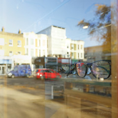 _B5A4488REWS Chiswick Focus, © Jon Perry, 17-11-17 zbf (Jon Perry - Enlightenshade) Tags: jonperry enlightenshade arranginglightcom chiswick chiswickhighroad 171117 20171117 glasses sight seeing spectacles square buildings