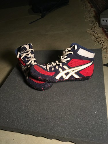 f232250f215 ASICS AGRESSORS READY FOR ACTION. 10 10 quailty. They were worn for a