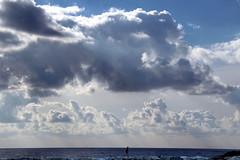 Nuvolaglia (meghimeg) Tags: 2017 lavagna diga uomo man mare sea nuvole clouds