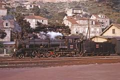 JŽ class 85 2-8-2 at Dubrovnik (TrainsandTravel) Tags: yugoslavia yougoslavie jugoslawien jugoslavija croatia croatie kroatien hrvatska steamtrains dampfzüge trainsàvapeur parnihvlakova jugoslovenskeželeznice jž narrowgauge schmalspurbahn voieetroite uskekolosiječneželjeznice 760mm dubrovnik class85 282