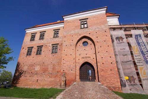 Wieża bramna zamku w Łęczycy i dom nowy od zachodu