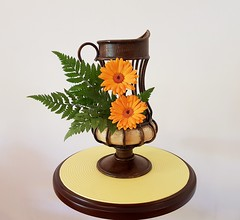 GERBERA (Ligia Miranda) Tags: ikebana gerbera avencão guendaifu orange laranja jarra
