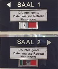Alle Richtungen .... (Sockenhummel) Tags: ida intelligenz datenanalyse intelligentedatenanalyseretreat klausurtagung saal räume wegweiser