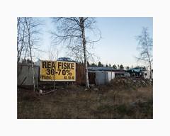 Ingarvet, Falun 2017 (Karl Gunnarsson) Tags: g80 panasonic20mmf17 skyfallsvägen ingarvet falun dalarna sverige sweden junkyard cars trees rea fiske sign