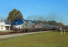 157 + 822, Folkston, 24 Nov 2017 (Mr Joseph Bloggs) Tags: amtrak 97 silver meteot folkston funnel new york newyork miami bahn railway railroad train treno general electric genesis 157 822 ge gep42dc