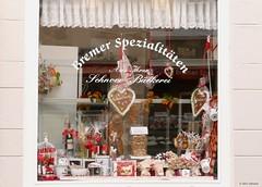 bakery shop (jehazet) Tags: bremen schnoor germany bakery bakker winkel etalage shopwindow red white