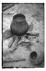 Ethiopia : Nuer village, cooking pottery (B&W (foto_morgana) Tags: africa afrika afrique analogphotography analogefotografie blackwhitephotography cooking cookingfire ethiopia ethiopië ethnic ethnicity ethnie etnia etniciteit fujiprovia100f nikoncoolscan omovallei omovalley outdoor photographienoiretblanc photographieanalogue pottery stilllife traditional traditionalculture traditioneel traditionnel travelexperience vallebajodelomo valléedelomo vuescan zwartwitfotografie