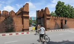 Old Town Wall (Chiang Mai, Thailand) (courthouselover) Tags: thailand เมืองไทย mueangthai ประเทศไทย prathetthai siam สยาม kingdomofthailand ราชอาณาจักรไทย ratchaanachakthai chiangmai เชียงใหม่ เทศบาลนครเชียงใหม่ chiangmaiprovince จังหวัดเชียงใหม่ asia southeastasia associationofsoutheastasiannations asean အရှေ့တောင်အာရှနိုင်ငံများအသင်း samahanngmgabansasatimogsilangangasya perhimpunanbangsabangsaasiatenggara សមាគមប្រជាជាតិអាស៊ីអាគ្នេយ៍ ສະມາຄົມປະຊາຊາດແຫ່ງອາຊີຕະເວັນອອກສຽງໃຕ້ persatuannegaraasiatenggara 东南亚国家联盟 தென்கிழக்காசியநாடுகளின்கூட்டமைப்பு สมาคมประชาชาติแห่งเอเชียตะวันออกเฉียงใต้ hiệphộicácquốcgiađôngnamá