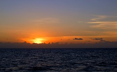 Sundown (Padmacara) Tags: australia greatbarrierreef sea can sunset g11 sun sky cloud