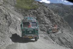 Ladakh (Rolandito.) Tags: asia india ladakh kashmir inde indien truck trucks mountain road