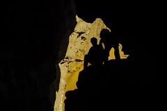 Siluetas en una cueva. (Victoria.....a secas.) Tags: africa chad ennedi cueva siluetas silhouettes