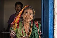 BADAMI : PORTRAIT DE FEMME CHEZ ELLE (pierre.arnoldi) Tags: inde india karnataka badami on1raw2018 photoderue photooriginale photographequébécois pierrearnoldi canon6d tamron portraitdefemme portraitsderue