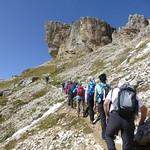Wandergruppe unterwegs zum Col Dei Bos thumbnail