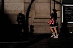 ©irenefabregues2017 #olympuspenf #esolympus #retoolympus #lacalleesnuestracolectivo @lacalleesnuestracolectivo #womeninstreet  #lensculturestreets #streetscene  #friendsinperson #streetphotography #shootermag  #fotonline_es  #descubriendoigers (Irene Fabregues) Tags: instagram ifttt