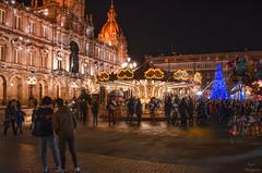 Navidad en A Coruña... (Leo ☮) Tags: navidad christmas diciembre december noche night nocturna urbana urban plaza square maríapita carrusel gente people luz lights palacio municipal acoruña galicia
