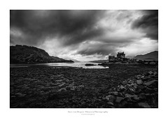 Eilean Donan Castle III (Passie13(Ines van Megen-Thijssen)) Tags: eileandonancastle highlands schotland schottland scotland castle blackandwhite fineart bw sw zw zwartwit monochroom monochrome monochrom canon inesvanmegen inesvanmegenthijssen