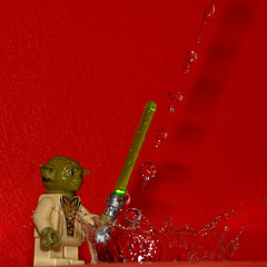 Yoda and the water control (Elisabeth Lys) Tags: lego starwars nikon d7200 droplet gouttes highspeedphotography hightspeedphoto macrophotography macro sigma 105mmf28 yoda red
