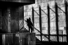 Inquiétante apparition... / Disturbing appearance... (vedebe) Tags: noiretblanc netb nb bw monochrome humain people ombres ombre lumière architecture urbain rue city street ville provence france escaliers