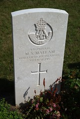 M.S. Mallam, Durham Light Infantry, 1915, War Grave, Le Treport (PaulHP) Tags: cwgc world war graves headstones france le treport military cemetery private ms matthew smith mallam service number 2719 8th may 1915 7th bn battalion dli durham light infantry south shields one ww1 grave headstone