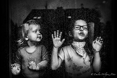 Deszczowe zabawy (fotonka.pl) Tags: portraits portrait funny art fun wilgosz wwwkochamylaurepl blog rodzina family familyphoto familyphotographer familyphotography familyphotos kids kid kidsphotos kidsphoto kidsphotographer kidsphotography children child childrenphotographer childrenphotos childrenphotography childrenphoto childhood photography photographer photo photos people ludzie dzieci dziecko dziecinstwo babyphotos babyphoto baby canon canoneos6d memories childmemories childhoodmemories bw bwphoto bwphotos blackandwhite black blackandwhitephotography blackandwhitephotos blackandwhitephoto monochrome window windows glass rain rainy raining drops december november novemberrain indoor hands sisters