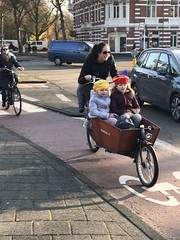 The kids are all ready for #sinterklaas and #zwartepiet 🎄🎅 #amsterdam #holidayfun (amsterdamcyclechic) Tags: sinterklaas zwartepiet amsterdam holidayfun