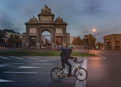 Paseando-por-Madrid (invesado) Tags: madridhora azulpuerta toledobicicletad75020mm
