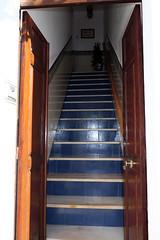 Portal con escaleras (Rafa Gallegos) Tags: olivenza olivença badajoz extremadura españa spain portal doorway escaleras stairs