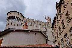 Sanctuaire Saint Joseph de Bon Espoir, Espaly, Le Puy en Velay (thierry llansades) Tags: lieu auvergne lepuy sanctuaire chateau abbaye statue saintjoseph espaly lepuyenvelay velay puydedome architecture horloge batiment ciel fort forteresse basilique cathedrale
