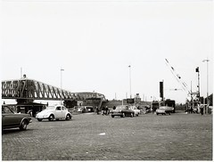 Zaankanters (Peter ( phonepics only) Eijkman) Tags: amsterdam city ferry pont pontveer hempont gvb vintage reflectionsofthepast nederland netherlands nederlandse noordholland holland zaandam zaanstad zaan zaanstreekwaterland noordzeekanaal hembrug
