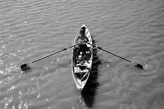 flutuando (renanluna) Tags: pessoas people monocromia monochromatic pretoebranco blackandwhite pb bw buenosaires argentina ag fuji fujifilm fujifilmxt1 xt1 35mm fujinon35mmf14xfr fujinon renanluna barco boat flutuando floating