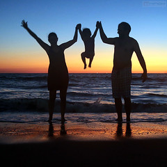 Fun on the beach (Nino H) Tags: mexico sinaloa mazatlan zona dorada family fun silhouette colors sunset ocean