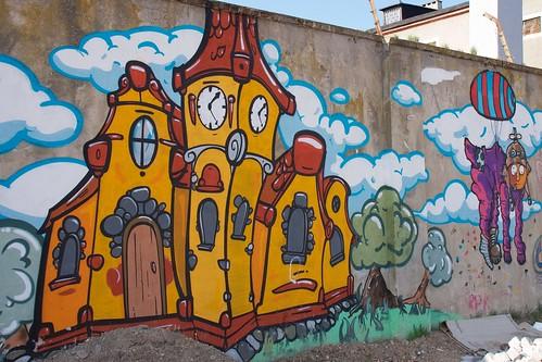 Murale na murach dawnego więzienia w Łęczycy