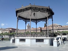 Bandstand:1898 Plaza de Cervantes, Alcalá de Henares (The toilet is under the bandstand) (d.kevan) Tags: madrid spain squaresandroundabouts bandstands 1898 plazadecervantes decorativesdetails people buildings historicconstructions literature publictoilets alcaládehenares