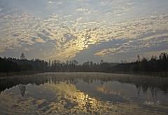 Wschód słońca / sunrise (Adam Żabiński) Tags: krajobraz landscape adamzphotography poranek pejzażkrajobrazwidok promieniesłońca słońce promienie wschódsłońca sunrise morning mirror lustroodbicie