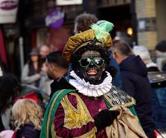 Zwarte Piet (Gerard Stolk (sur le chemin de Noël)) Tags: denhaag lahaye haag thehague intocht sintnicolaas zwartepiet