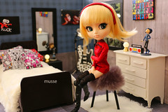 FRANCOISE ARNOUL (MUSSE2009) Tags: pullip doll toys francoisearnoul groove pullipfrancoisearnoul room rockroom diorama cute