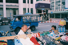 *-4 (t.thanat) Tags: 3525 colorskopar colorfilm film filmisnotdead fujic200 leica m6classic voigtlander flash ishootfilm people street tuktuk