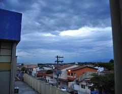 interior cor (medeirosisabel16) Tags: street city sky cables house casas guaratingueta anoitecendo darkening evening fim de tarde cor color interior country nuvens cloud cloudy nuvem
