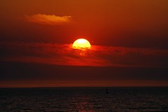 Sunset behind clouds Fremantle Western Australia (Maureen Pierre) Tags: sunset fremantle westernaustralia cloudsstormssunsetssunrises cloud indianocean