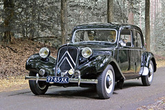 Citroën 11 BL Traction Avant 11 1954 (3778) (Le Photiste) Tags: clay sociétédesengrenagescitroënautomobilesandrécitroënsaparisfrance citroëntractionavant11bl cc citroën11bltractionavant 1954 millingenadrijnthenetherlands thenetherlands 9785xk sidecode2 simplyblack frenchautomobile frenchicon afeastformyeyes aphotographersview autofocus alltypesoftransport artisticimpressions anticando blinkagain beautifulcapture bestpeople'schoice bloodsweatandgear gearheads hairygitselite creativeimpuls cazadoresdeimágenes carscarscars canonflickraward digifotopro damncoolphotographers digitalcreations django'smaster friendsforever finegold fandevoitures fairplay peacetookovermyheart greatphotographers giveme5 groupecharlie ineffable infinitexposure iqimagequality interesting inmyeyes livingwithmultiplesclerosisms lovelyflickr myfriendspictures mastersofcreativephotography niceasitgets photographers prophoto photographicworld planetearthtransport planetearthbackintheday photomix soe simplysuperb slowride saariysqualitypictures showcaseimages simplythebest thebestshot thepitstopshop themachines transportofallkinds theredgroup thelooklevel1red vividstriking wow wheelsanythingthatrolls yourbestoftoday oddvehicle oldtimer
