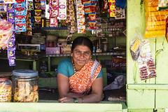 PATTADAKALL: MON PETIT MAGASIN (pierre.arnoldi) Tags: inde india pierrearnoldi karnataka pattadakall canon6d tamron on1raw photoderue photooriginale photocouleur portraitdefemme magasin boutique